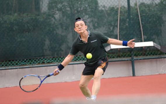 Giáo sư Trần Đông A đã 76 tuổi nhưng vẫn chơi thể thao đều đặn, sức khỏe vô cùng tốt