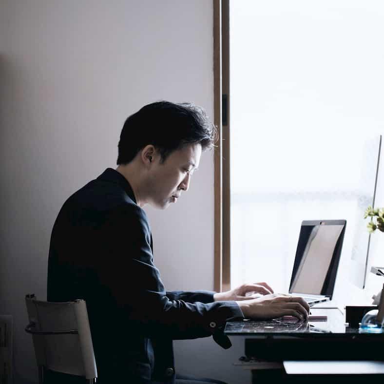 Nhiều người còn trẻ nhưng vì dành quá nhiều thời gian cho công việc nên chất lượng cuộc sống giảm sút, dễ gây bệnh tật