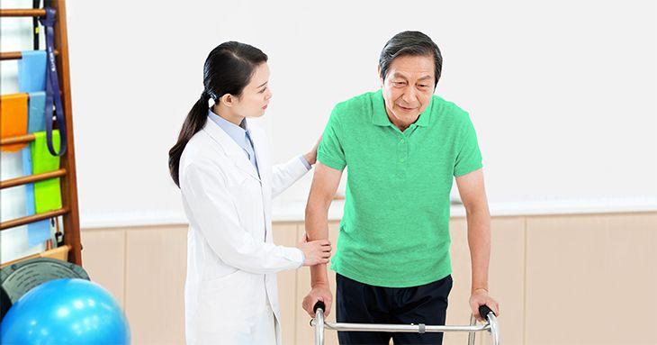 Những triệu chứng của bệnh rất đa dạng, nguy hiểm nhất là teo cơ và mất khả năng vận động