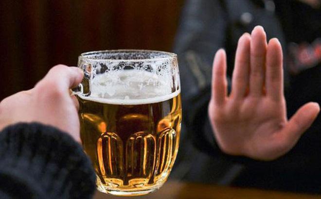 Muốn khỏi bệnh xương khớp, kiêng bia rượu là điều kiện cần thiết