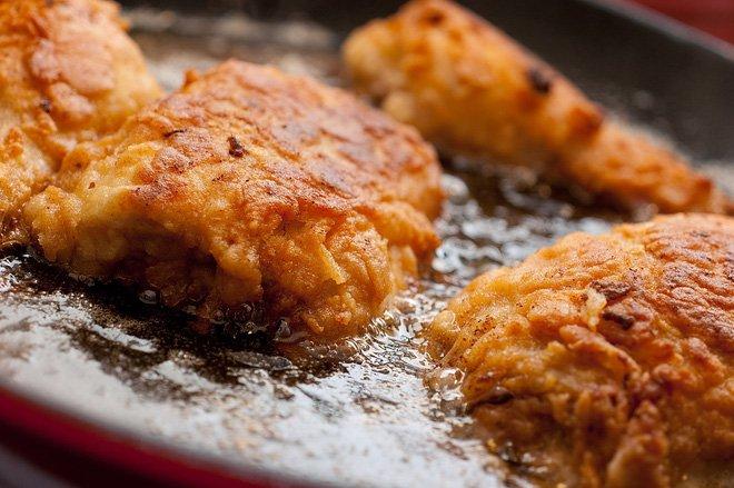 Các món ăn dầu mỡ không tốt cho sức khỏe, người bị bệnh xương khớp lại càng nên tránh