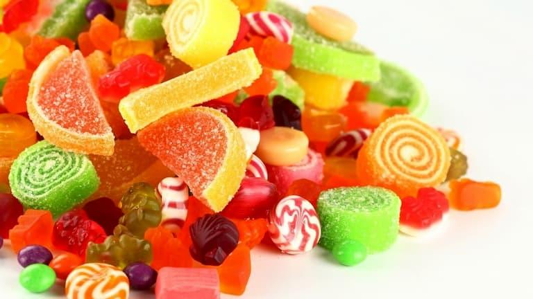 Bánh kẹo ngon cách mấy cũng chớ nên ăn nhiều