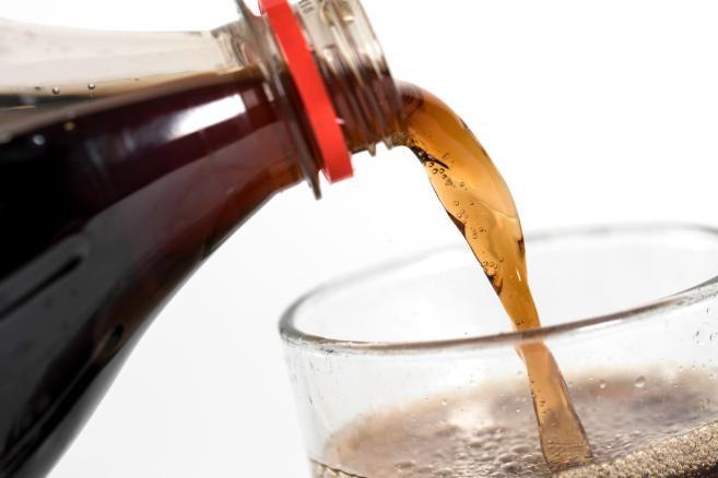 Nước ngọt, cà phê đều là những món người bệnh xương khớp nên kiêng cữ