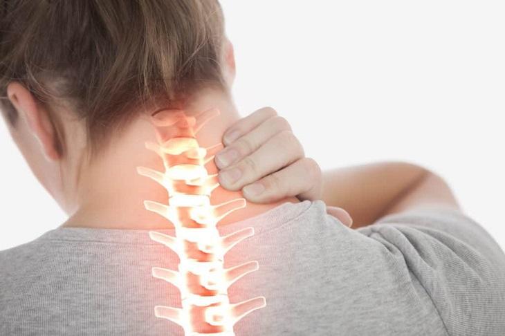 Dấu hiệu của bệnh còn phụ thuộc vào vị trí bị thoát vị như ở lưng hay ở cổ