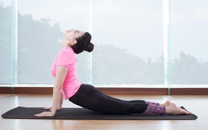 Bài tập yoga rắn hổ mang chữa thoái hoá