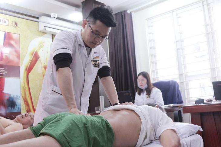 Phác đồ vật lý trị liệu kết hợp được thực hiện bởi bác sĩ Trần Hải Long