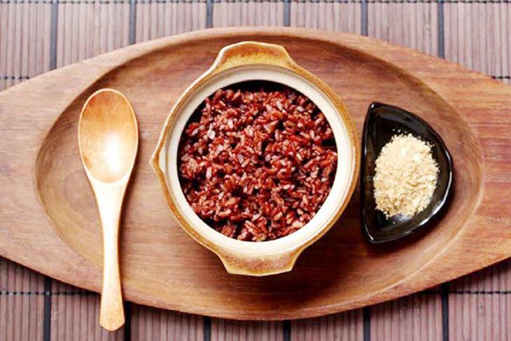Cơm gạo lứt chấm muối mè giúp cơ thể dưỡng sinh rất tốt