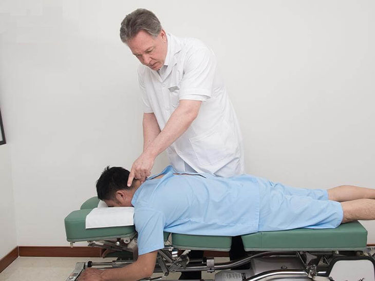Vật lý trị liệu giúp giải phóng sự chèn ép rễ thần kinh, tăng cường lưu thông máu, hạn chế co cứng cơ
