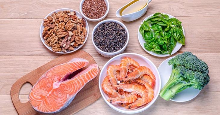 Người bị thoái hóa khớp gối nên ăn nhiều thực phẩm có chứa chất chống oxy hóa