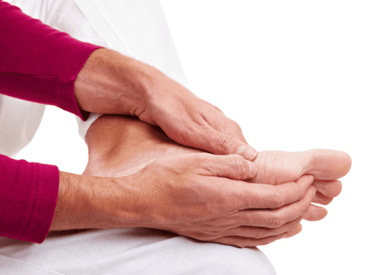 Những đau mỏi, tê bỉ ở các chi cũng có thể cảnh bảo bệnh thoát vị đĩa đệm cột sống cổ