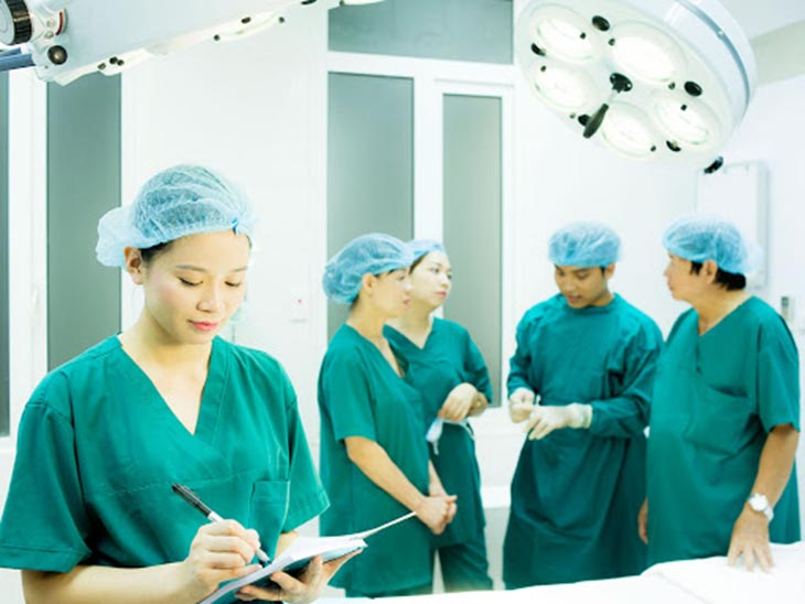 Phẫu thuật được chỉ định khi tình trạng thoái hóa đốt sống cổ có dấu hiệu chèn ép tủy sống hoặc bệnh diễn tiến phức tạp