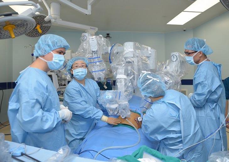 Điều trị thoái hóa khớp bằng phẫu thuật tiềm ẩn nhiều rủi ro