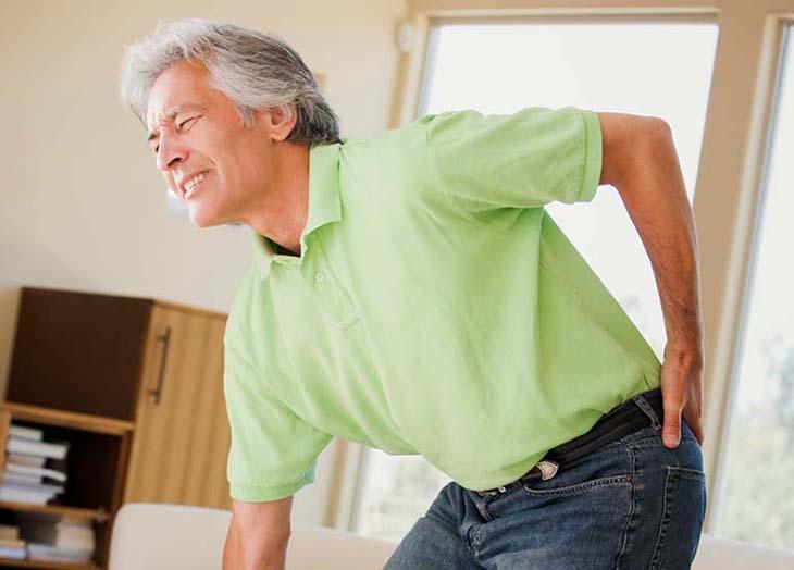 Tuổi tác là một trong những nguyên nhân hàng đầu gây thoái hóa khớp háng