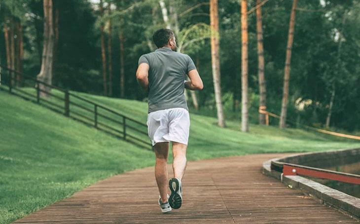 Tập luyện duy trì cân nặng ổn định giúp hỗ trợ giảm thoát vị