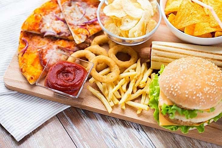 Thực phẩm nhiều dầu mỡ làm tăng cân và kích thích các phản ứng viêm xảy ra