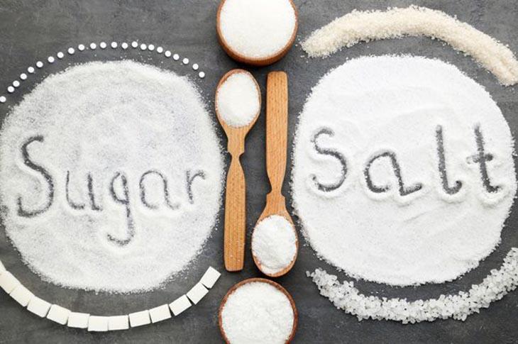 Người bệnh viêm đa khớp kiêng ăn gì- Muối và đường là thực phẩm cần tránh trước tiên