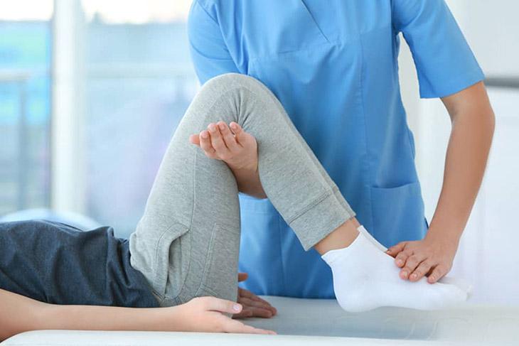 Vật lý trị liệu giúp người lưu thông mạch máu, giảm đau và duy trì chức năng vận động cho người bệnh