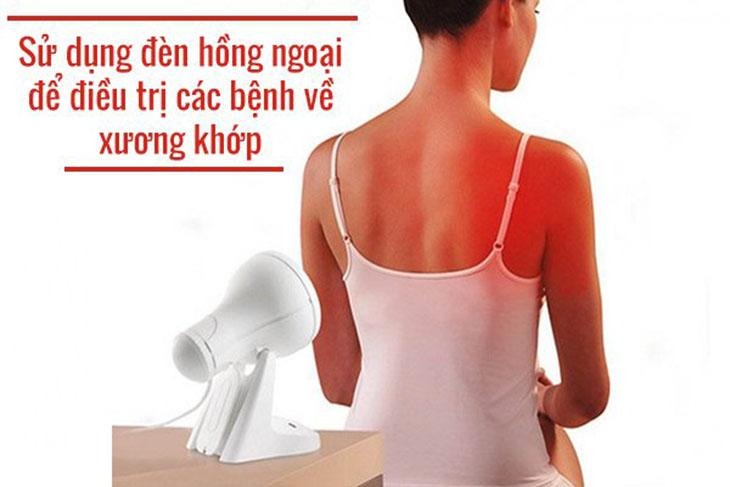 Chiếu đèn hồng ngoại giúp làm giãn huyết mạch, giải phóng sự co cứng cơ và tăng cường chuyển hóa tại chỗ