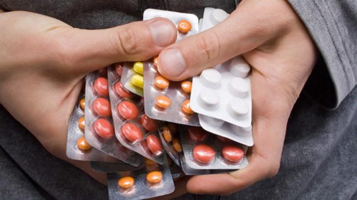Dùng thuốc Tây y để chữa trị vẫn là lựa chọn của hầu hết bà con khi bị bệnh