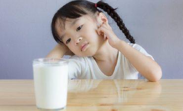 Bị thủy đậu uống sữa được không là thắc mắc chung của nhiều bà con