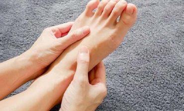 Cho đôi chân nghỉ ngơi để giảm đau nhức nhanh chóng