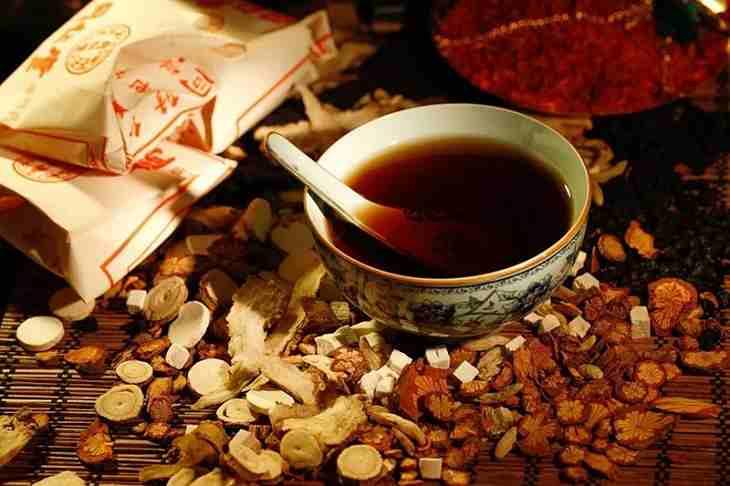 Hầu hết các bài thuốc Đông y chữa viêm họng hạt đều được bào chế dưới dạng đun sắc lấy nước uống