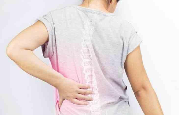 Đau nhói ở sườn bên trái là triệu chứng của bệnh đau dây thần kinh liên sườn