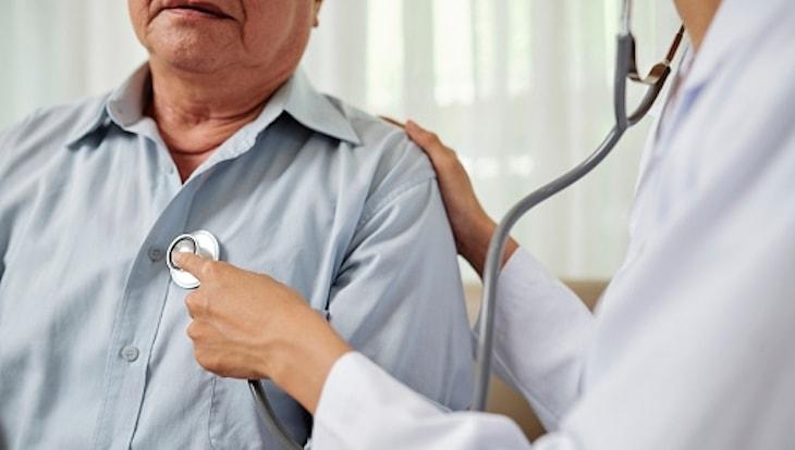 Thỉnh thoảng bị đau nhói ở tim bạn cần thăm khám sớm