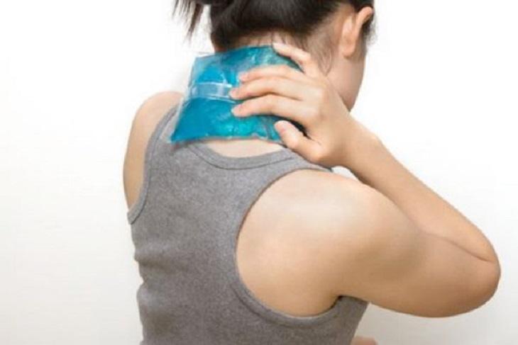 Mẹo chữa viêm họng nổi hạch bằng cách chườm nóng