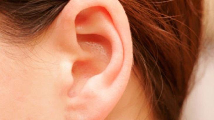 Có nhiều nguyên nhân khiến bà con bị đau vành tai ngoài