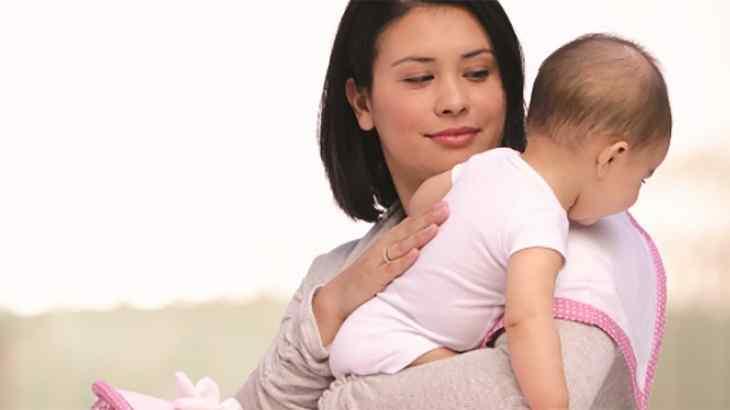 Vỗ ợ hơi là phương pháp giúp trẻ cải thiện tình trạng bệnh