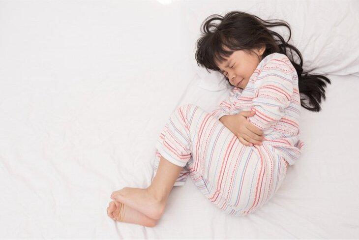 Viêm âm đạo ở trẻ em khiến người bệnh cảm thấy ngứa ngáy, khó chịu ở vùng kín