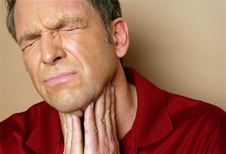 Viêm họng cấp ở người lớn nếu không được xử lý kịp thời sẽ để lại nhiều biến chứng
