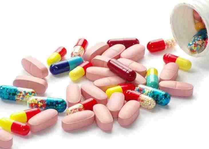 Các loại thuốc kháng sinh được sử dụng để kiểm soát các triệu chứng của bệnh