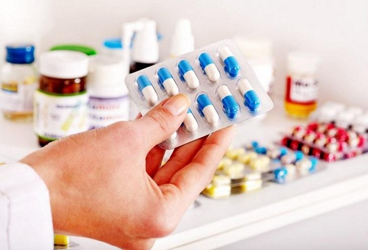 Dùng thuốc Tây y sẽ giúp bệnh cải thiện các triệu chứng của bệnh một cách nhanh chóng