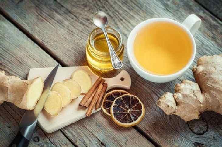 Cho trẻ uống trà gừng cũng sẽ giúp cải thiện các triệu chứng của bệnh