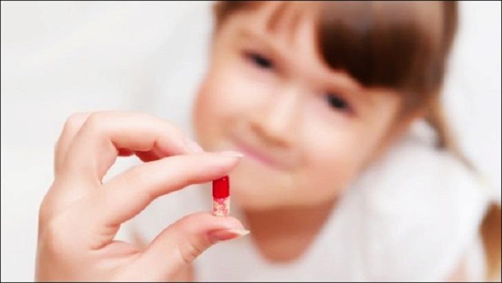 Dùng thuốc Tây y chữa bệnh là lựa chọn của nhiều bậc phụ huynh