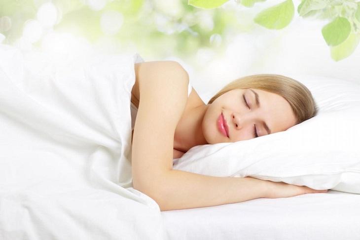 Kết hợp với điều trị bệnh, mọi người nên nghỉ ngơi đầy đủ và giữ tinh thần thoải mái để bệnh mau khỏi
