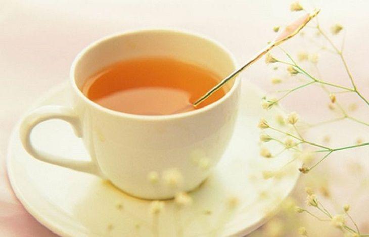 Pha mật ong với nước ấm và uống mỗi ngày sẽ giúp bệnh mau khỏi