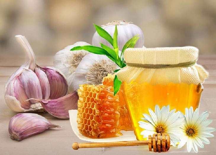 Chữa viêm họng bằng mật ong và tỏi là một những cách được áp dụng phổ biến nhất hiện nay
