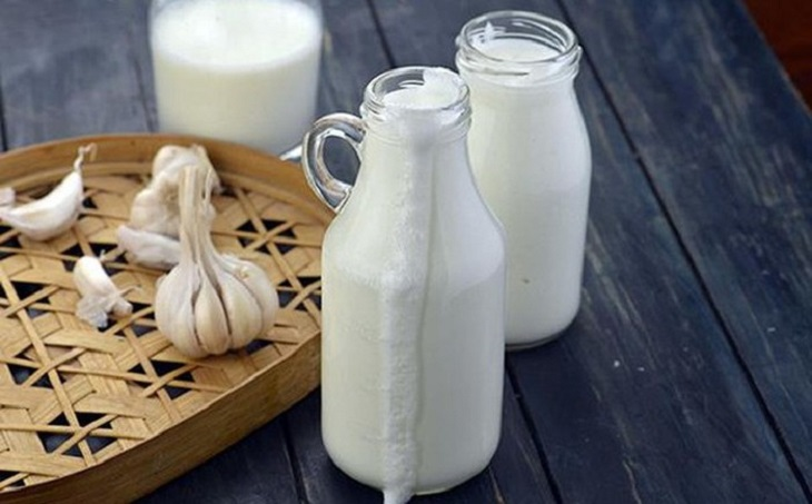 Sữa tỏi rất thích hợp với bà con bị viêm họng cấp tính