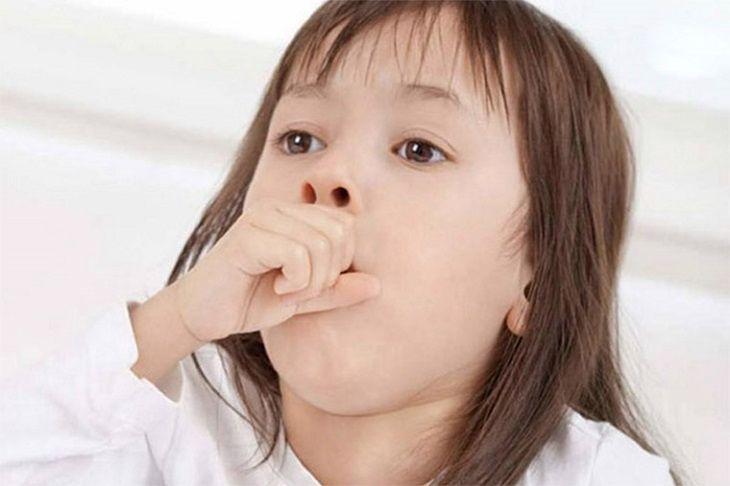 Ho là triệu chứng điển hình ai cũng mắc phải khi bị viêm họng hạt có mủ