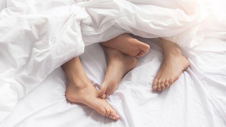 Quan hệ tình dục không an toàn là nguyên nhân gây viêm lộ tuyến cổ tử cung