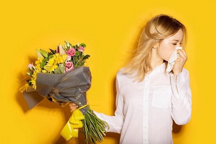 Phấn hoa có thể là tác nhân gây kích ứng khiến khởi phát bệnh