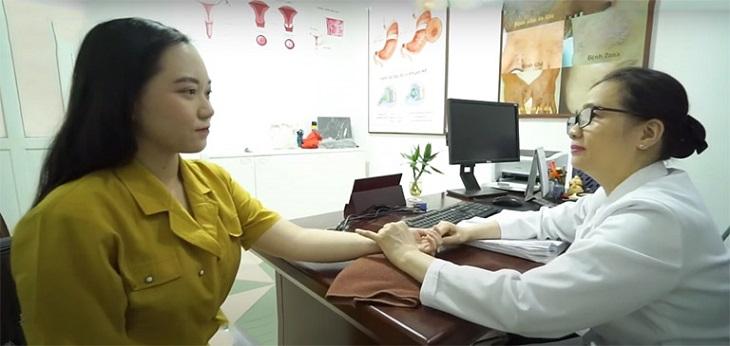 Lương y Khương Thụy luôn dày công tìm tòi các vị thuốc, bài thuốc Đông y chữa bệnh cho chị em hiệu quả