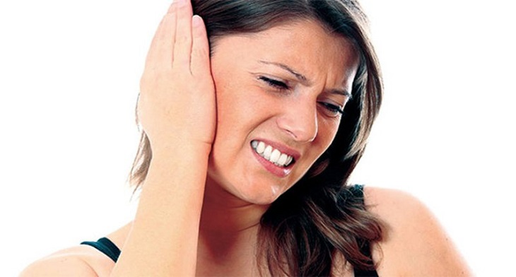 Ù tai là một trong những triệu chứng của viêm xoang nhức đầu