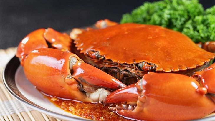 Người bệnh không nên ăn nhiều hải sản như tôm, cua