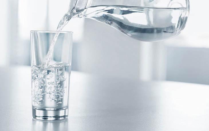 Với cơ thể người lớn và trẻ em lượng nước cần cung cấp không giống nhau