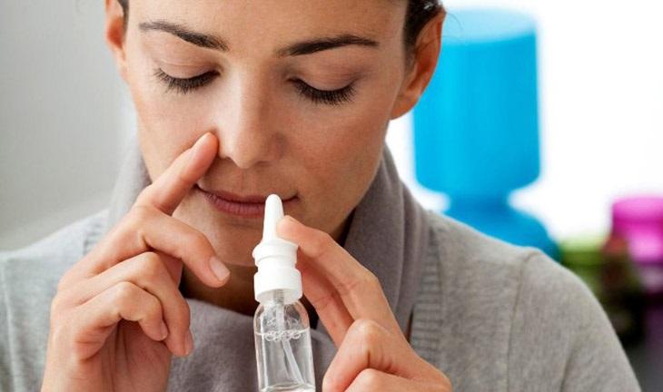 Rửa mũi bằng nước muối cũng là mẹo được nhiều người bệnh áp dụng
